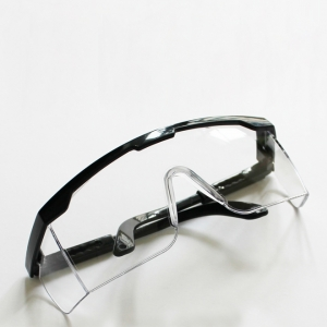 عيون واقية للعملية الجراحية